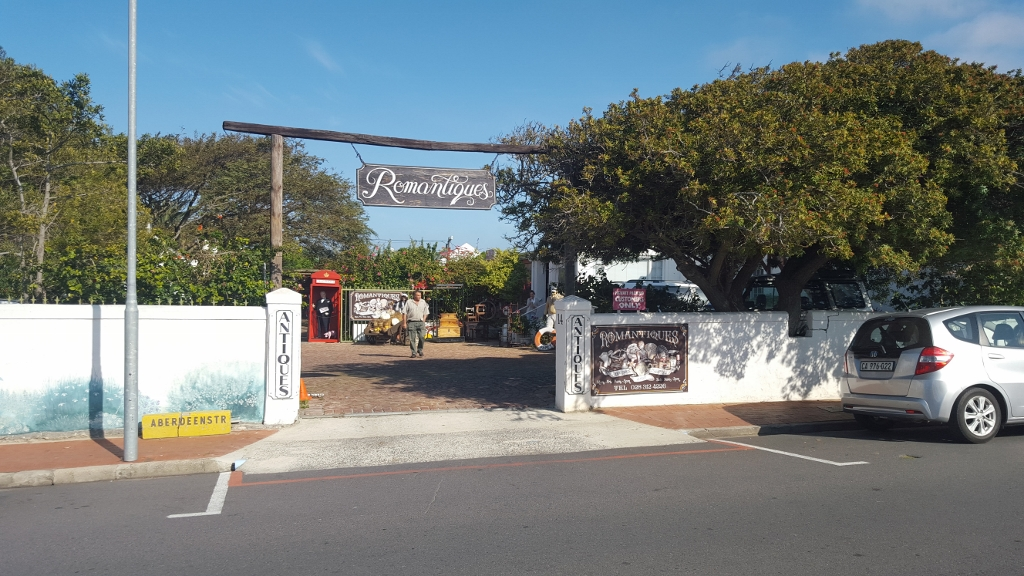 Romantiques Antiques and Collectibles